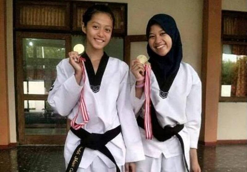 Duo Remaja Putri Pemalang Ini Juga Pelanggan Medali Emas Untuk Kejuaraan Taekwondo Loh...