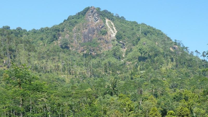 Ini Mengapa Gunung Mendelem Disebut Gunung Jimat