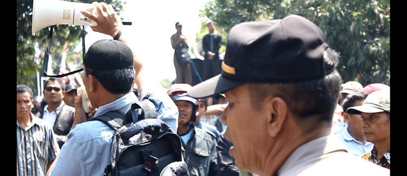 Dikepung Massa, Sidang Sengketa Pilkada Dilanjutkan Besok