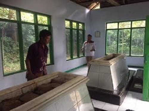 Makam Pangeran Purbaya dan Cikal Bakal Desa Surajaya