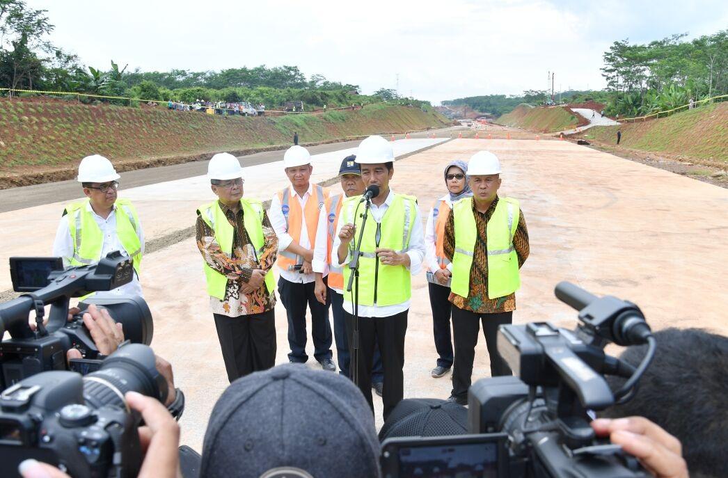 Jokowi: Lebaran 2017 Tol Batang-Semarang Beroprasi
