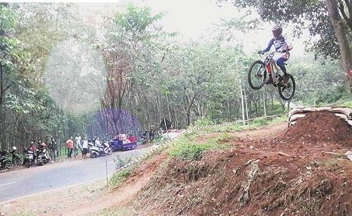 Atlet Sepeda Pemalang, Malvin Juarai Master B Seri 2 Di 76 Indonesian Downhill 2017