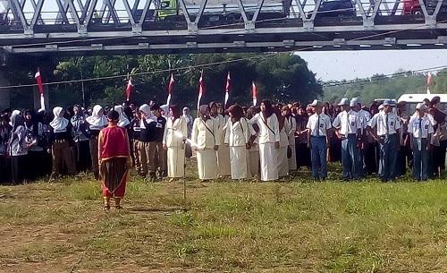 Nyleneh, Upacara Harkitnas Digelar Dibawah Jembatan Kali Comal?