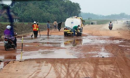 Jalur Tol Mulai Dibersihkan