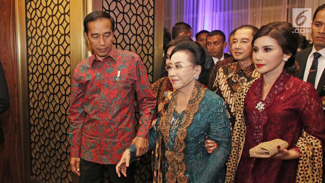 Hadiri Ultah Mooryati Soedibyo, Jokowi Dapat Potongan Tumpeng Pertama