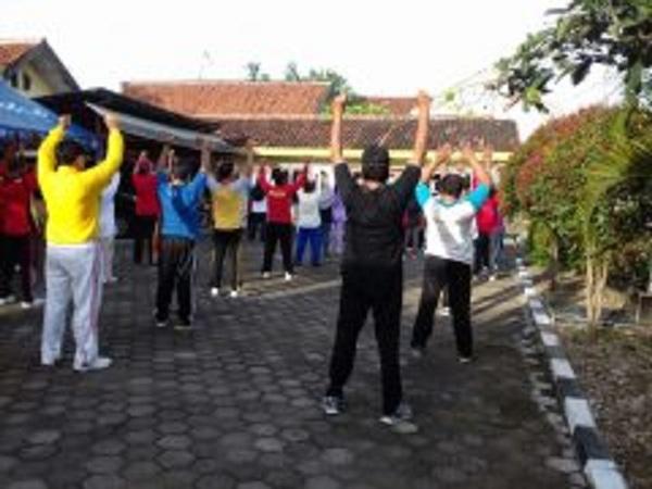 Jalin Keakraban, Anggota Polsek Taman Senam Bersama Dengan Purnawirawan