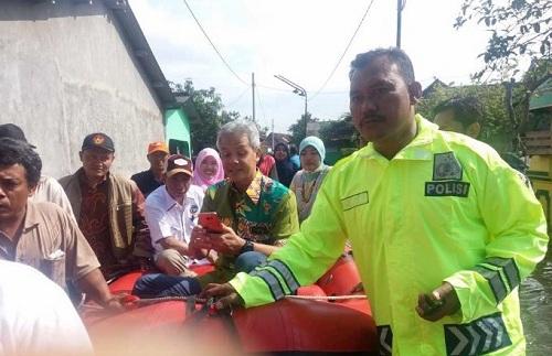 Demak Banjir Lagi, Ganjar Turun dan Seknas Jokowi Kerja Bakti