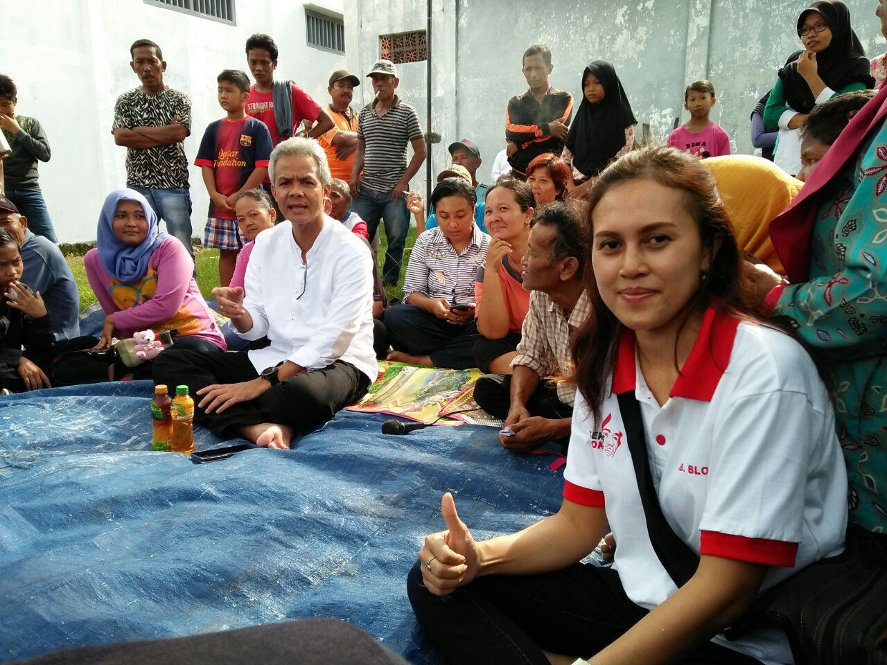 Tim Relawan Seknas Jokowi Blora bersama Mas Ganjar blusukan di rumah warga