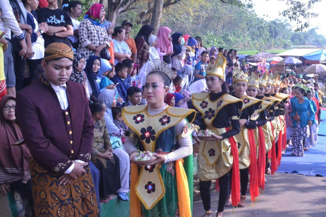 Sejumlah Warga Pemalang Teriak Histeris Saat Ganjar Pranowo Telekonfrence Acara Gelegar Budaya