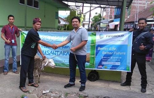 Ikatan Karyawan FIF dan Manajemen FIFGROUP Berbagi Hewan Qurban di Randudongkal
