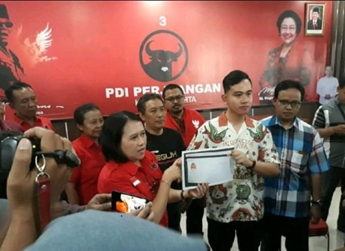 Digadang Maju Pilkada Solo, Gibran Putra Jokowi Daftar Jadi Kader PDIP
