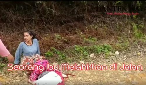 Vidio Bikin Trenyuh, Ibu Ini Terpaksa Melahirkan di Pinggir Jalan