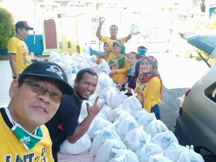 IKA SMANCO Bagikan Sembako di 3 Kecamatan di Pemalang