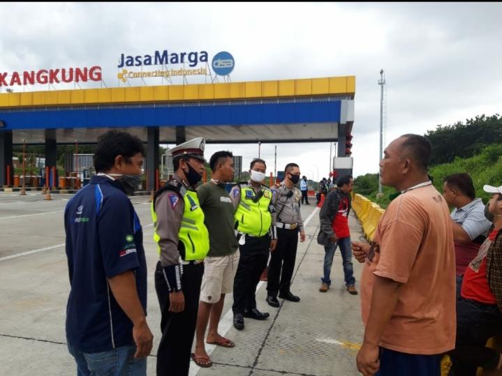 Aksi Heroik : Debt Collector Rampas Truk di Tol Kalikangkung Wiradesa Pekalongan