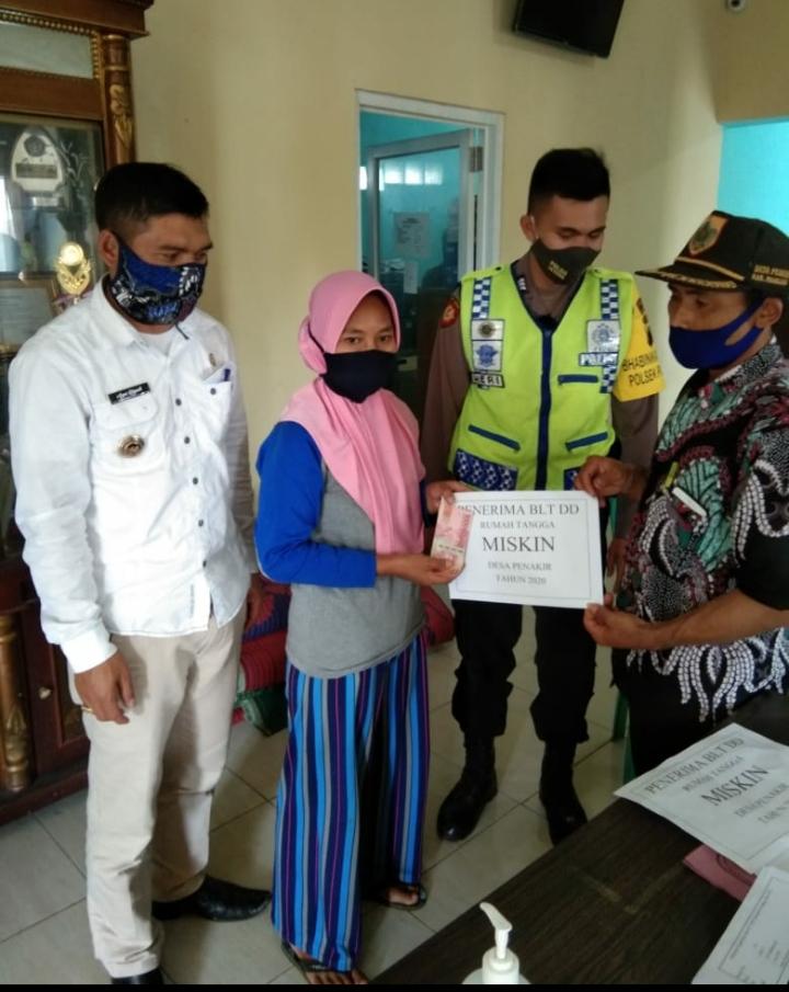 Masyarakat Desa Penakir Pemalang, Terima BLT-DD Tahap Awal