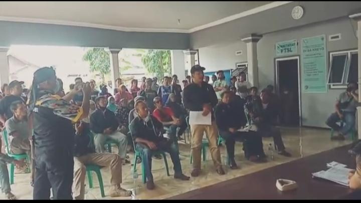 Puluhan Warga Grudug Kantor Desa Kreo Pemalang karena Pilih Kasih Bantuan BLT DD