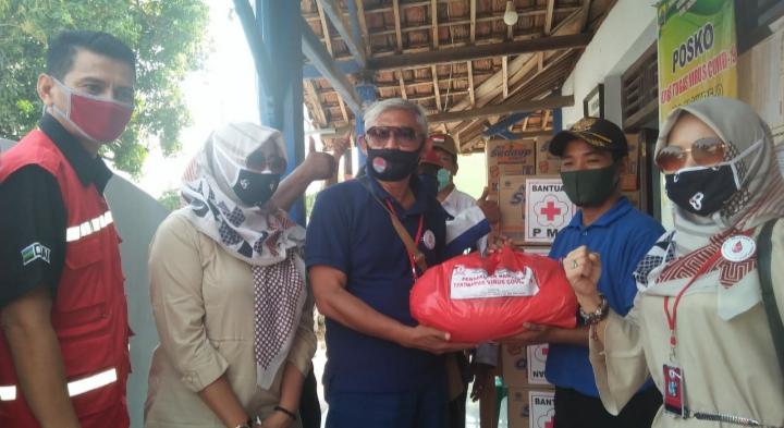 PMI dan Relawan Harap Memberi Tak Harap Kembali Salurkan Bantuan untuk Korban Rob Di Pemalang