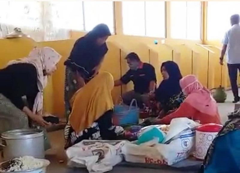 Gelombang Setinggi 1,5 Meter Hantam Wilayah Pesisir Pekalongan, Warga Semut Diungsikan di Tempat Pengelolaan Sampah