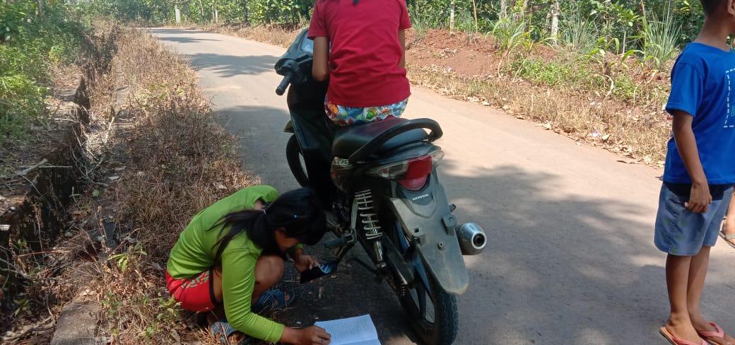Miris, Di Kampung Ini Masih Minim Sinyal Seluler